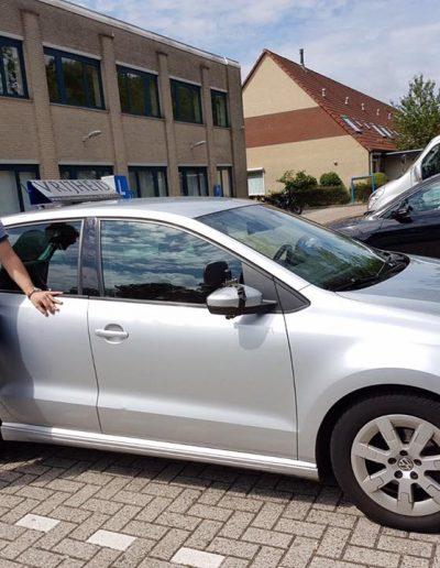 Geslaagde leerling voor zijn rijbewijs met rijles Haarlem