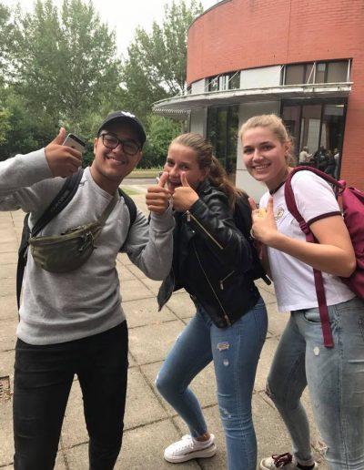 Geslaagde leerlingen voor hun rijbewijs met rijles Haarlem